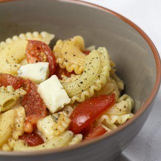 Pasta mit Tomaten und Gorgonzola