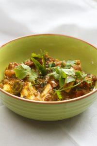 [indisch] Kadhai Paneer – indischer Käse mit grüner Paprika und Tomatensauce