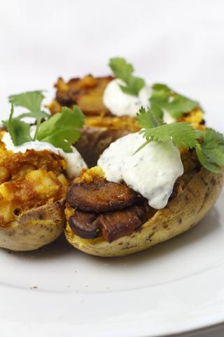[vegetarisch] Kartoffeln gefüllt mit Curry-Pilzen