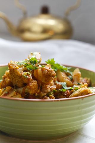 [indisch] Curry mit Blumenkohl und Kichererbsen