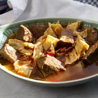 Fu Zhu Sao Niu Rou - Rotgeschmortes Rindfleisch mit Tofubambus