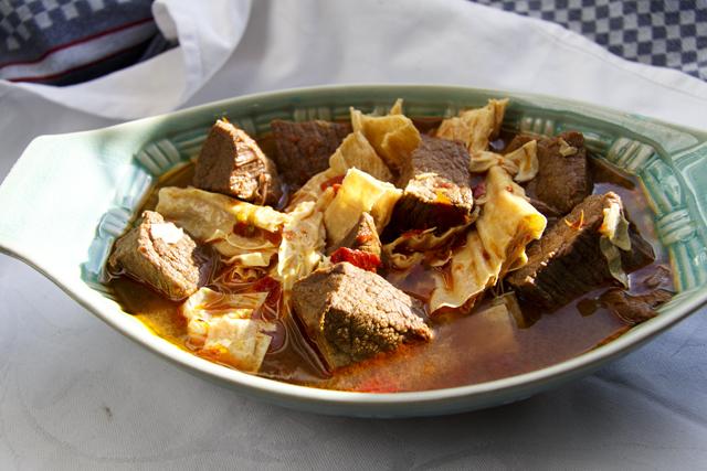[chinesisch] Fu Zhu Sao Niu Rou - Rotgeschmortes Rindfleisch mit Tofubambus