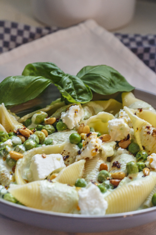 [vegetarisch] Grosse Muschelnudeln mit Joghurt und Erbsen