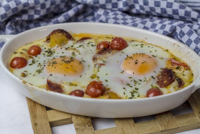 [aus dem Vorrat] Salsiccia mit Tomaten und Ei