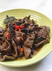 [thailändisch] Nuar Pad Prig Thai Orn – Rindfleisch mit grünem Pfeffer