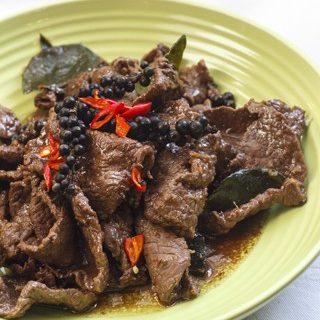 Nuar Pad Prig Thai Orn - Rindfleisch mit grünem Pfeffer