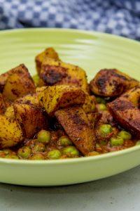 [indisch] Aloo Mattar Makhani – Tandoori-Kartoffeln und Erbsen mit Tomaten-Buttersauce