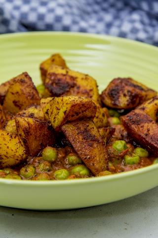 [indisch] Aloo Mattar Makhani - Tandoori-Kartoffeln und Erbsen mit Tomaten-Buttersauce - bebilderte Anleitung