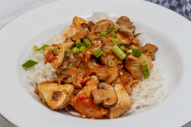 [schnell] Hähnchenpfanne mit Pilzen und Estragon