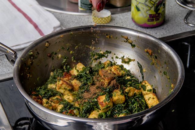 Palak Paneer Tamatar - Käse in Spinatsauce mit Tomaten
