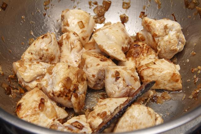 Hähnchencurry mit Kartoffeln und Bohnen auf Goa-Art