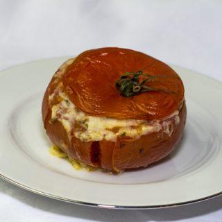 Tomaten mit Moussaka gefüllt