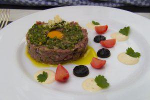 [feine Küche] Beef Tartare mit marinierten Radieschen und Pommery-Mayonnaise
