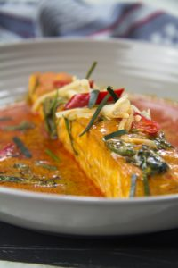 [thailändisch] Chu Chi Pla Salmon – Lachs in rotem Curry