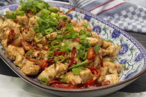 [chinesisch] Hähnchenfleisch nach Szechuan-Art – La Zi Ji Ding