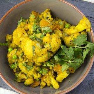 [indisch] Blumenkohl mit Erbsen und Möhren - Fulaver Gajjar Vatana Nu Shak