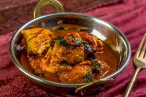 [indisch] Chicken Curry mit Tomaten, Nüssen und Rosinen