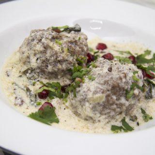 [Ottolenghi] Lammklöße mit warmem Joghurt und Mangold