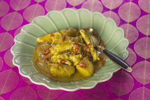 [thailändisch] Gaeng Kari Gai – aromatisches gelbes Thaicurry mit Hähnchen und Kartoffeln