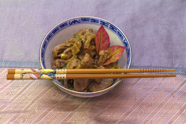 [chinesisch] Zha Cai Rou Si - zartes Schweinefleisch mit fermentiertem Gemüse