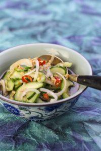 [thailändisch] Ajaad – köstlicher, simpler Gurkensalat auf Thai-Art