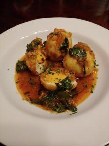 Kai Tom Pad Ped – scharfe Curry-Eier mit Thaibasilikum, schnell und lecker