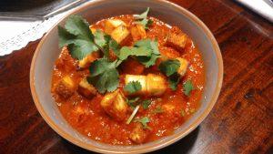 Tamatar Paneer – gebratener indischer Frischkäse in pikantem Tomatencurry, schnell und einfach gemacht