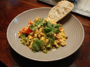 Anda Kheema Bhurji – indisches Rührei mit Hähnchen, Paprika und Tomate, kreative Resteverwertung und so lecker zu Brot