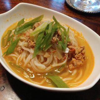 Tan Tan Men - japanische Nudeln in pikanter Brühe, bestes Seelenfutter für Regenwetter