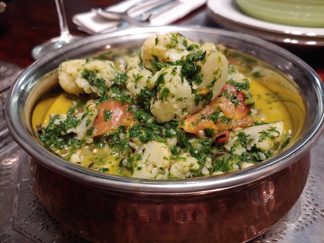 Gobi Palak Tamatar - indisches Blumenkohl-Curry mit Spinat, Tomate und Kokosmilch, so lecker vegan und gesund