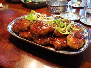 Tsukune – japanische Hackbällchen in Teriyakisauce, fluffig mit Süße und umami