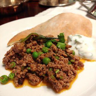 Kheema Mattar - indische Hackfleischpfanne mit Erbsen und feinen Gewürzen, perfekt mit einer schnellen Raita und Brot