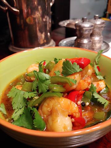 Gung Pad Prik, schnelle Thai-Garnelenpfanne mit Paprika und Chili