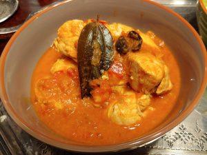 Kashmiri Murgh – indisches Hähnchencurry in Tomatensauce mit aromatischen Gewürzen